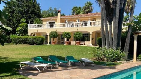 7 bedroom Villa for sale in Sierra Blanca – R3622685