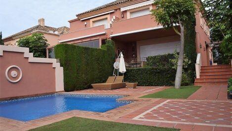 4 bedroom Villa for sale in The Golden Mile – R3674375 in