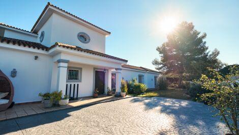 Villa de 4 dormitorios en venta en Sotogrande Costa – R3689753 en