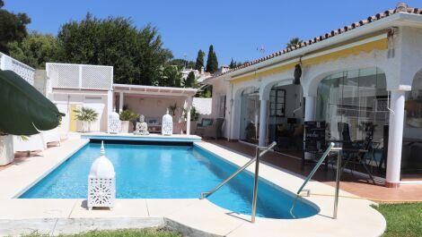 Villa de 3 dormitorios en venta en Marbella – R3680558 en