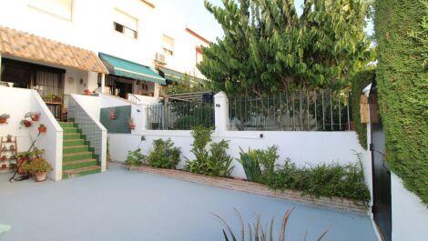 Adosado de 4 dormitorios en venta en Estepona – R3693734 en