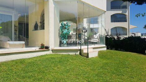 Apartamento de 2 dormitorios en venta en Elviria – R3694952