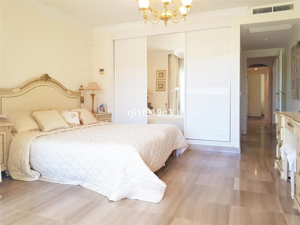 2 bedroom Apartment for sale in Elviria – R3694952