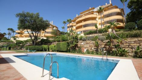 2 bedroom Apartment for sale in Elviria Hills – R3689771 in
