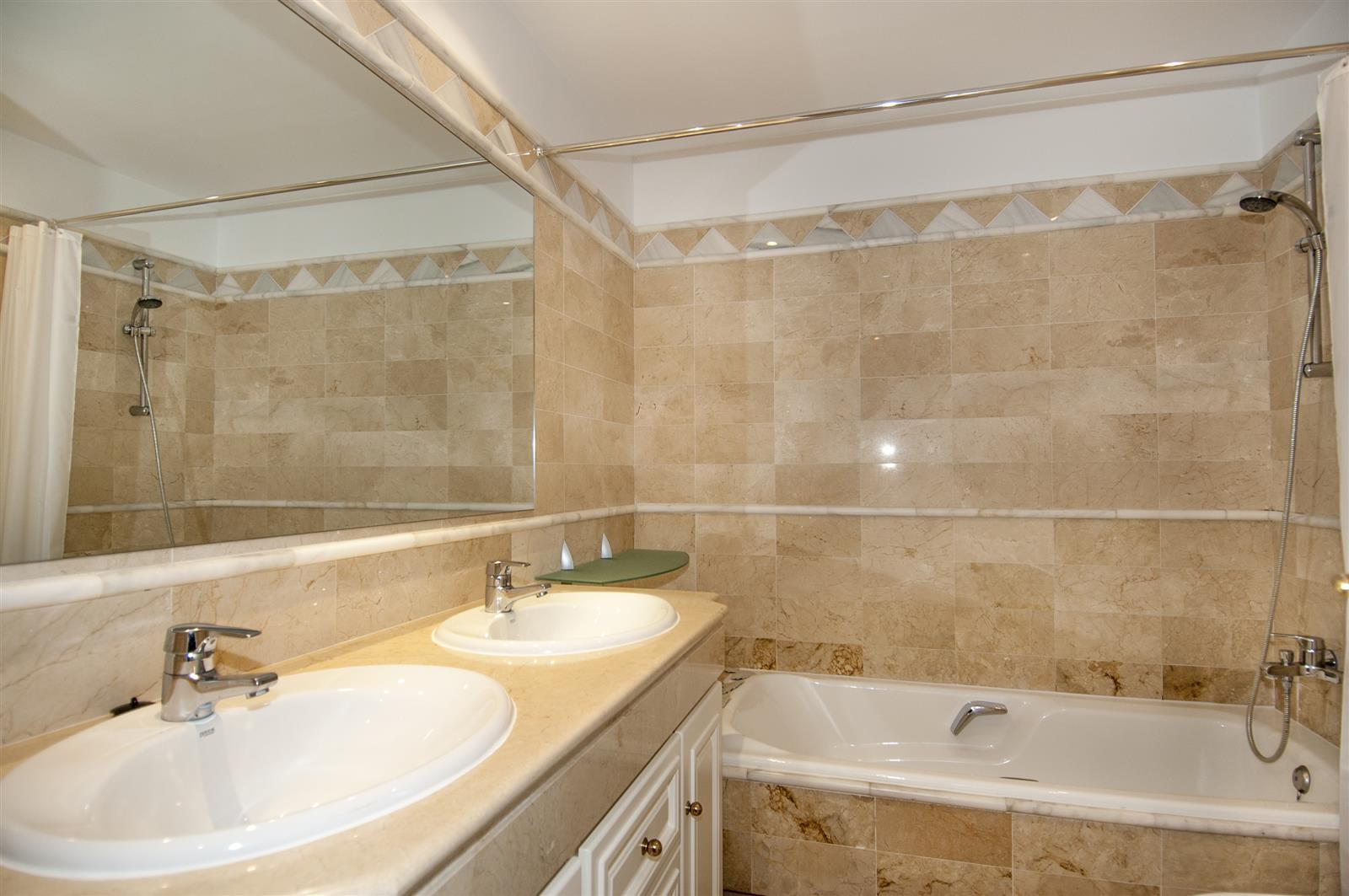 Apartamento de 2 dormitorios en venta en Río Real – R3675509