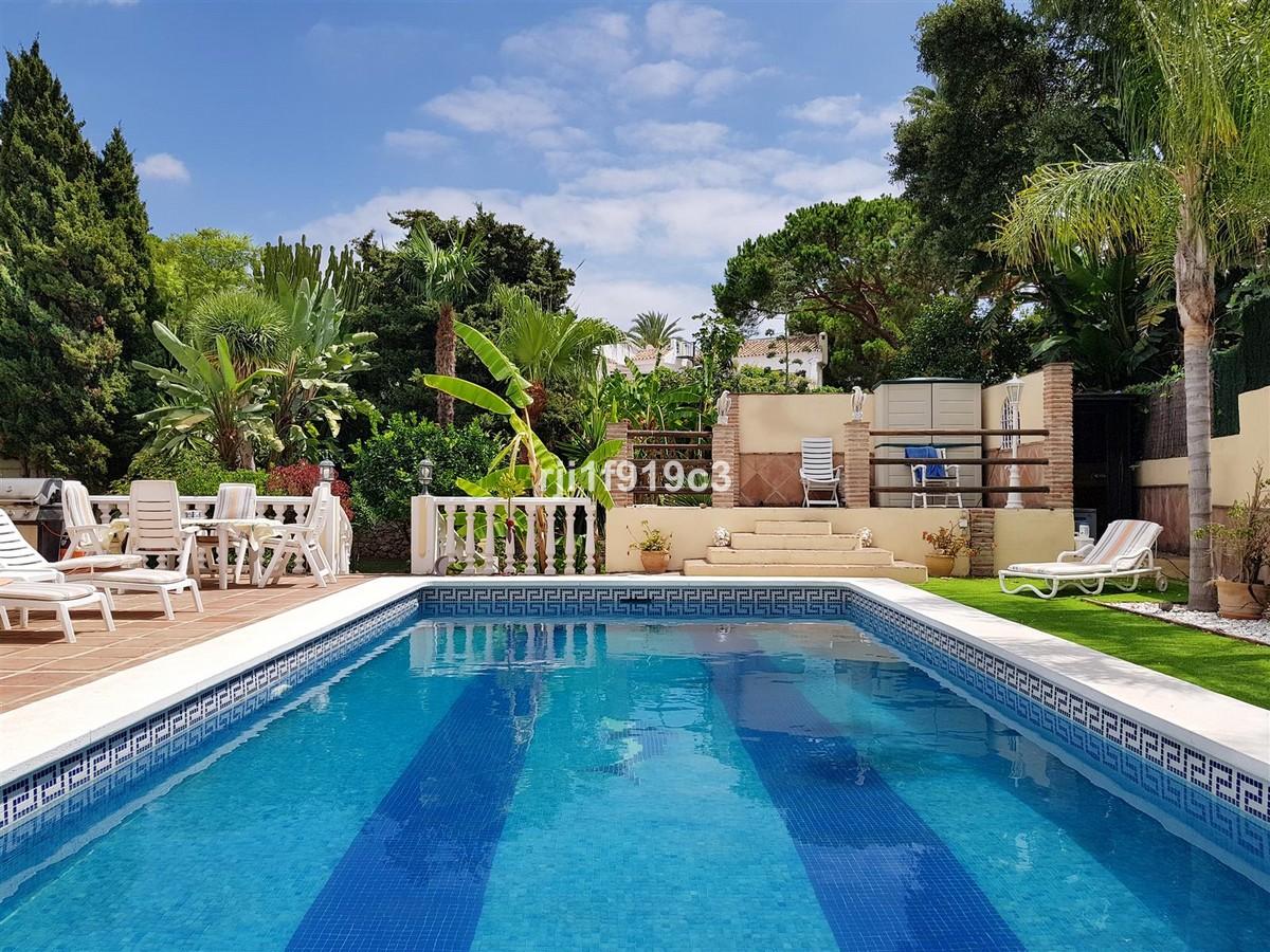 4 bedroom Villa for sale in Elviria – R3693962