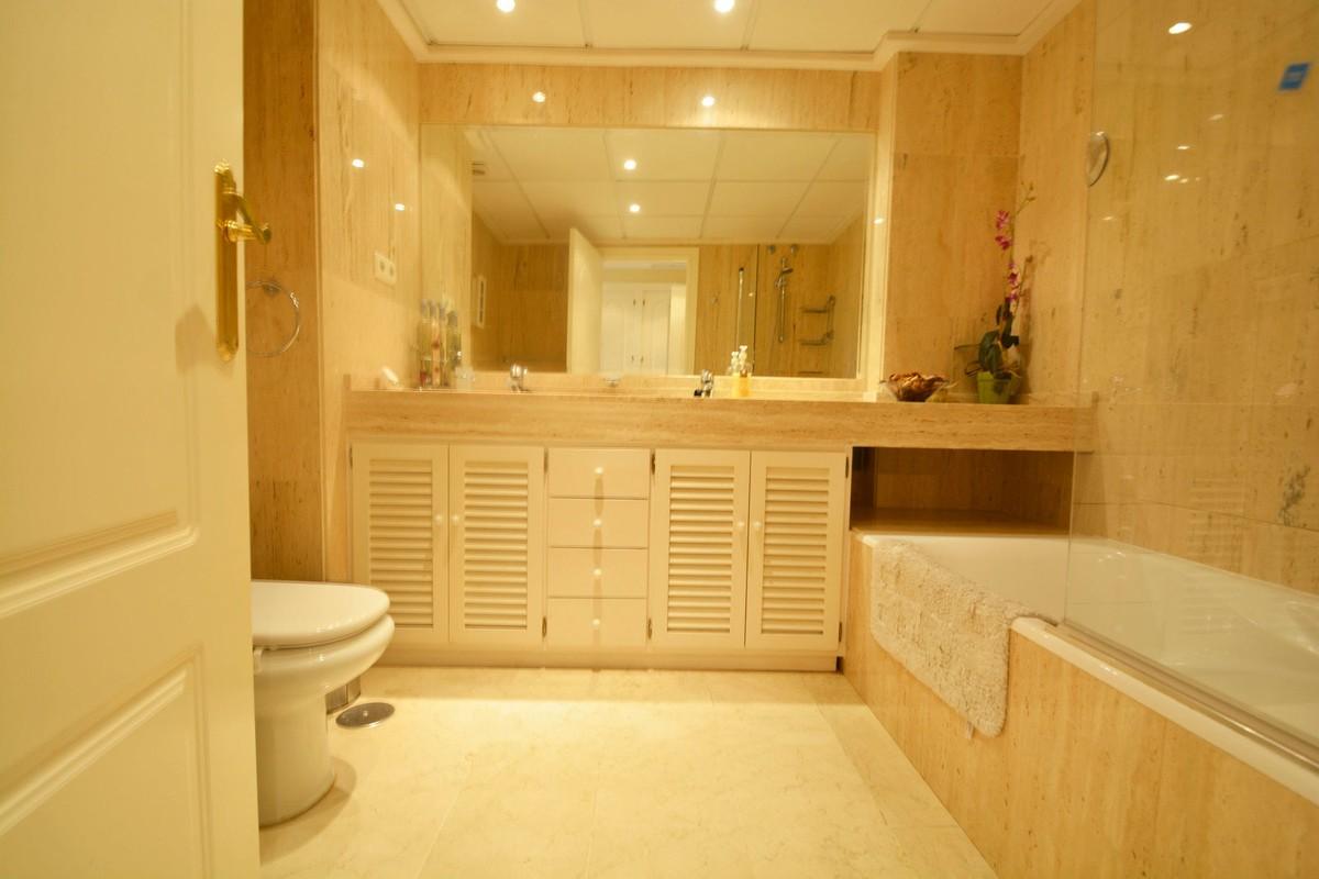 3 bedroom Apartment for sale in Elviria – R3676349