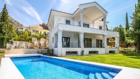 Villa de 5 dormitorios en venta en Sierra Blanca – R2003388 en