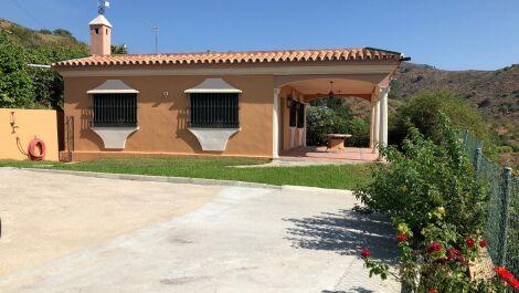 2 bedroom Finca for sale in Estepona – R3680120