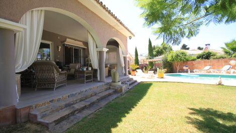 Villa de 4 dormitorios en venta en Guadalmina Alta – R3688754 en