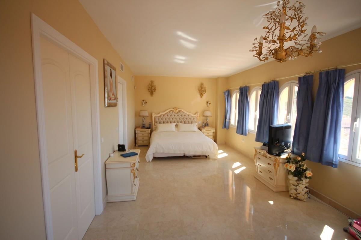 3 bedroom Penthouse for sale in Elviria – R2642762