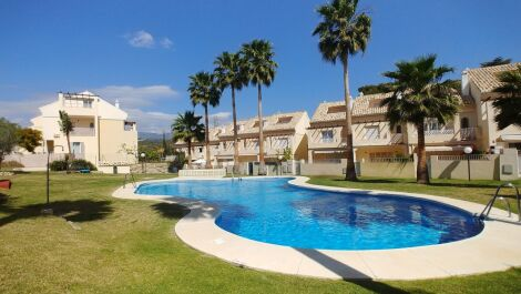 4 bedroom Townhouse for sale in El Rosario – R3369403