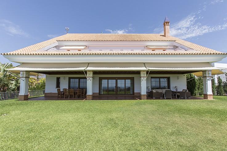 Villa de 6 dormitorios en venta en Santa Clara – R2759171
