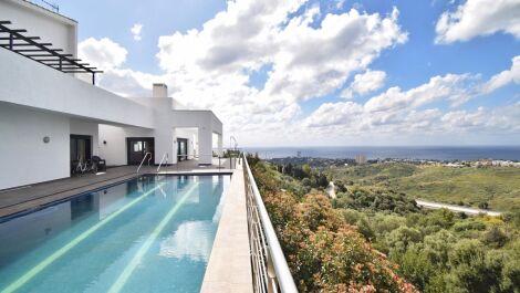 Villa de 6 dormitorios en venta en Altos de los Monteros – R3385039 en