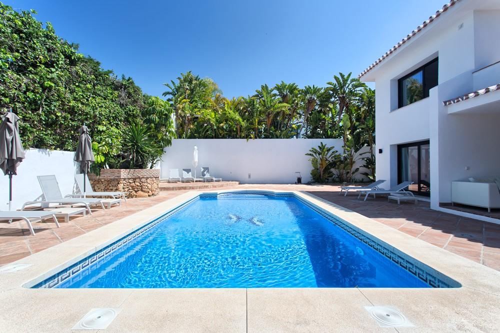 Villa de 4 dormitorios en venta en Los Monteros – R3181174