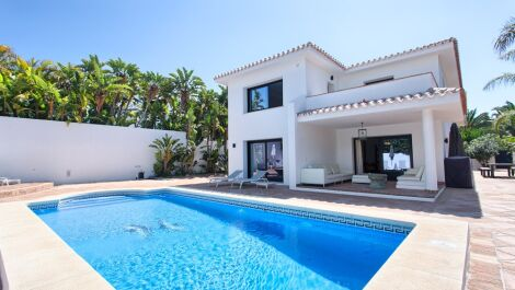 Villa de 4 dormitorios en venta en Los Monteros – R3181174 en