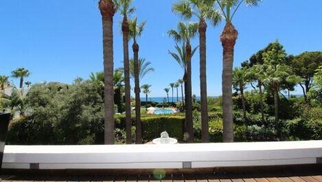 Villa de 5 dormitorios en venta en Los Monteros – R3024302
