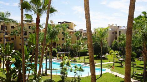 Apartamento de 2 dormitorios en venta en Estepona – R3712427 en