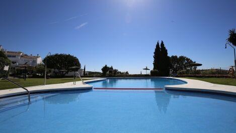Apartamento de 3 dormitorios en venta en Los Monteros – R3704207 en