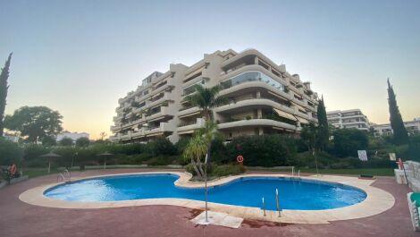 Apartamento de 3 dormitorios en venta en Guadalmina Alta – R3701000 en