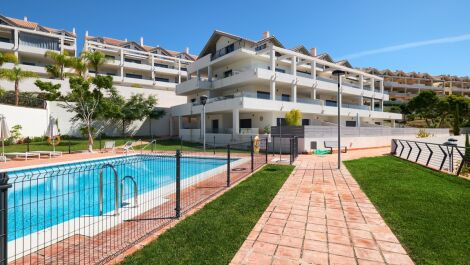 Apartamento de 2 dormitorios en venta en Estepona – R3704528