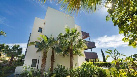 Atico de 2 dormitorios en venta en Estepona – R3700907