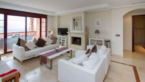 Atico de 3 dormitorios en venta en La Mairena – R3611861 en