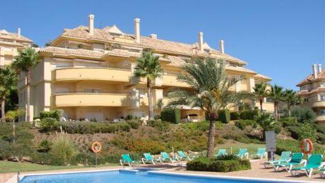 Apartamento de 3 dormitorios en venta en Elviria – R3713744 en