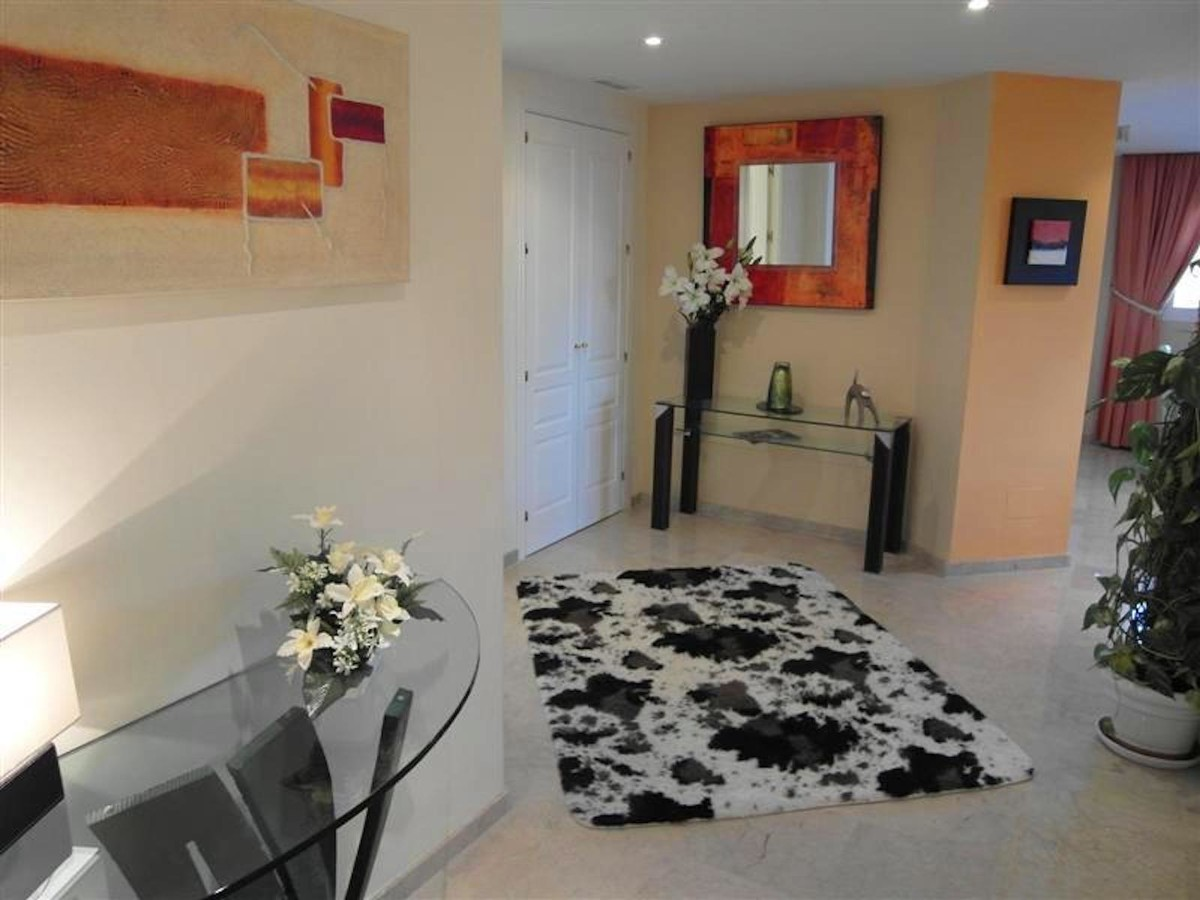 3 bedroom Apartment for sale in Elviria Hills – R3713744