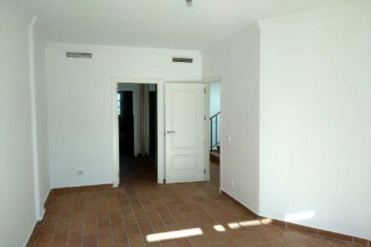 4 bedroom Semi-detached for sale in Sotogrande – R3719621