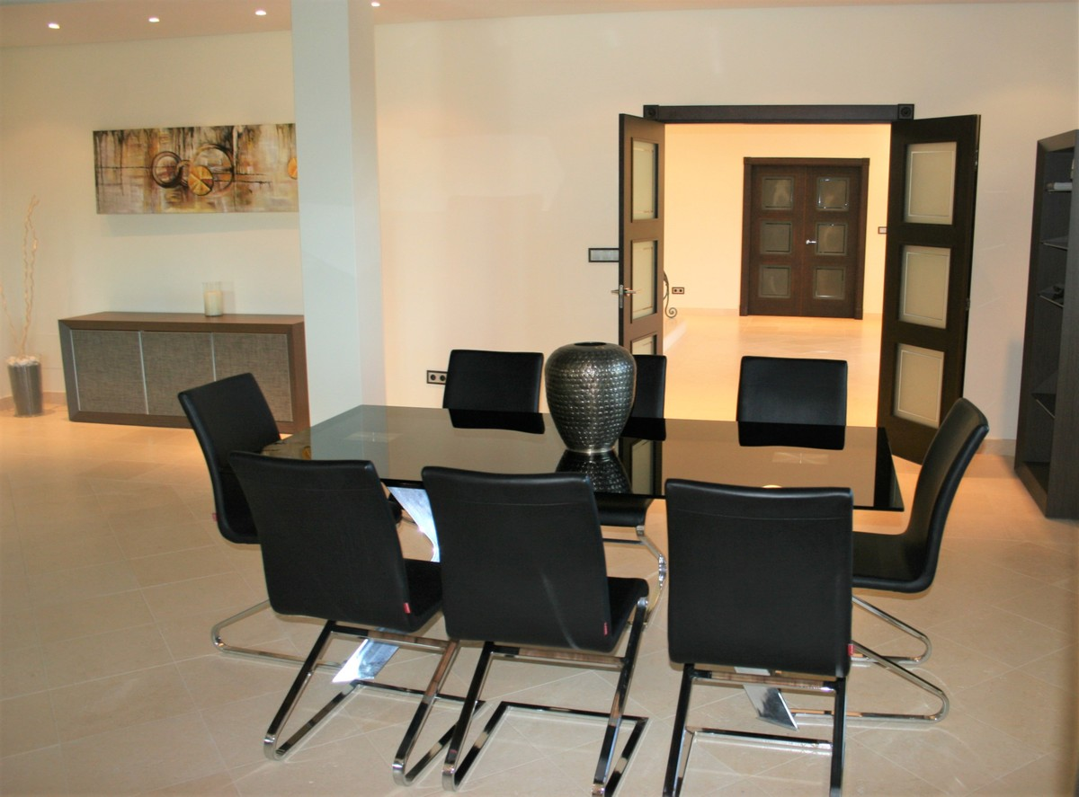 Villa de 7 dormitorios en venta en Sotogrande – R3716039