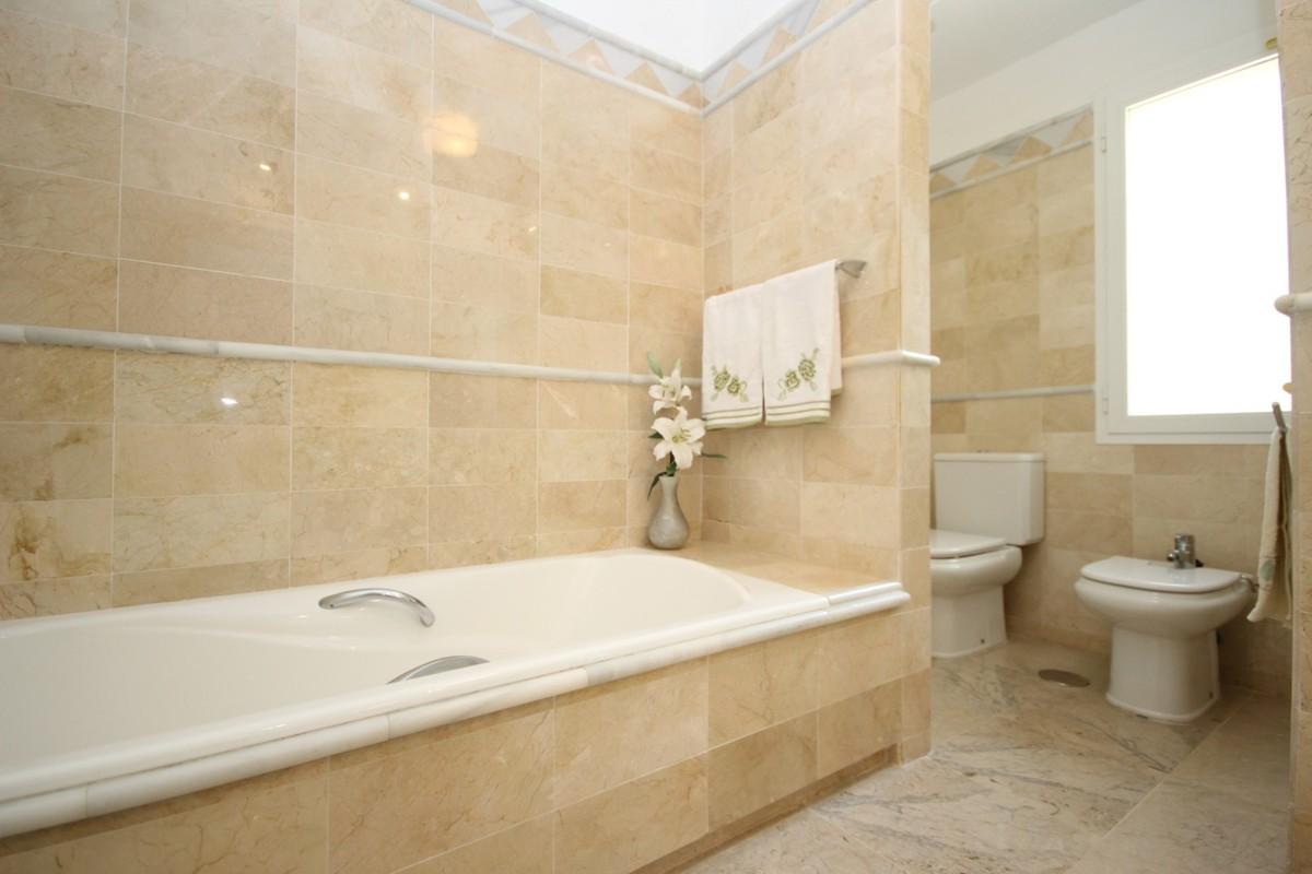 2 bedroom Apartment for sale in Elviria Hills – R3689771