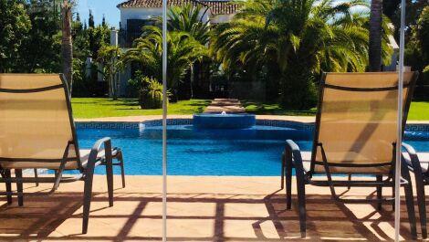 Villa de 6 dormitorios en venta en Guadalmina Baja – R3700181