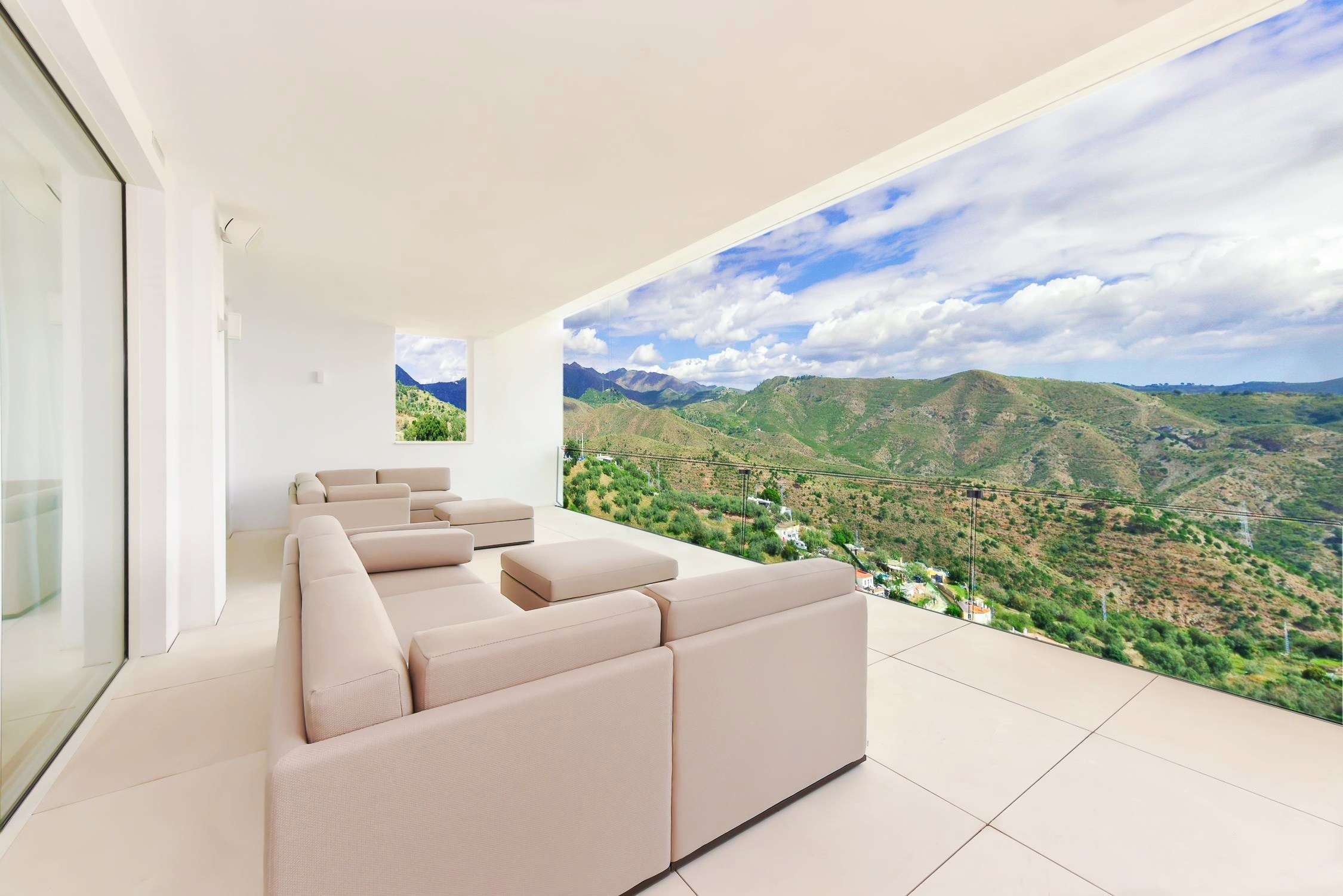 Stunning apartments with sea views in Marbella-Ojen