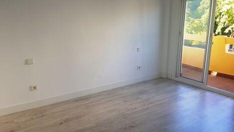 Apartamento de 3 dormitorios en venta en Marbella – R3700295
