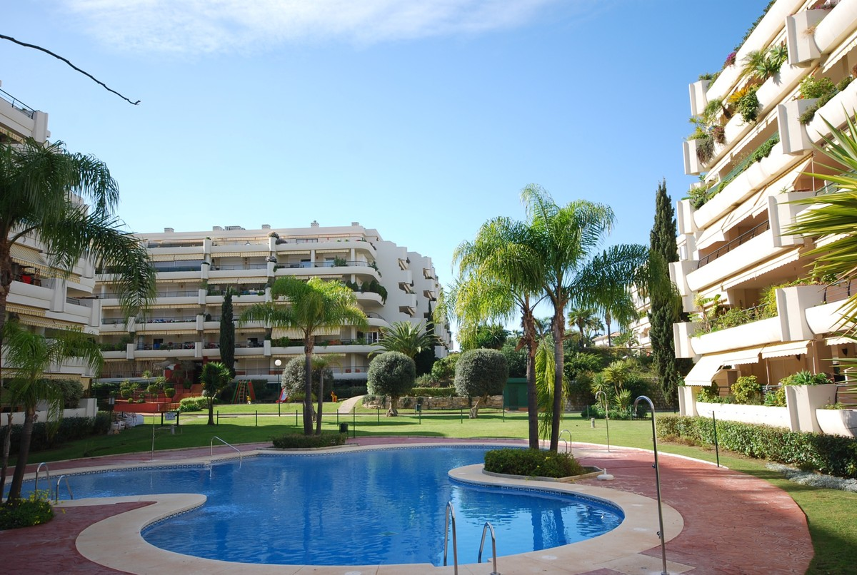2 bedroom Penthouse for sale in Guadalmina Alta – R3676883