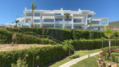 Apartamento de 2 dormitorios en venta en Estepona – R3698840