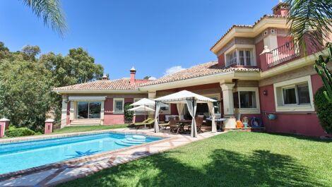 Villa de 6 dormitorios en venta en La Quinta – R3704102