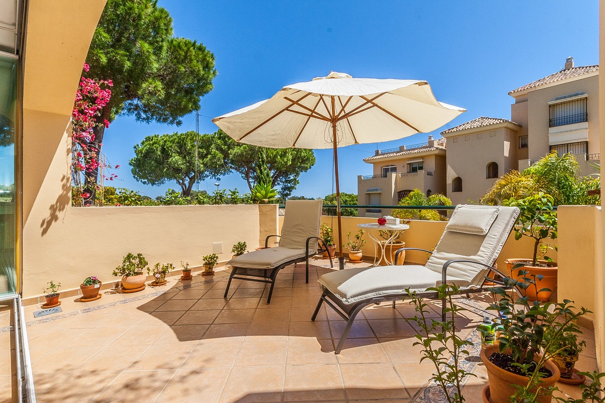 2 bedroom Apartment for sale in Elviria – R3443215