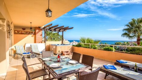 Apartamento de 2 dormitorios en venta en Mijas Costa – R3352903 en
