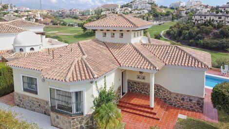 Villa de 3 dormitorios en venta en Riviera del Sol – R3711311 en
