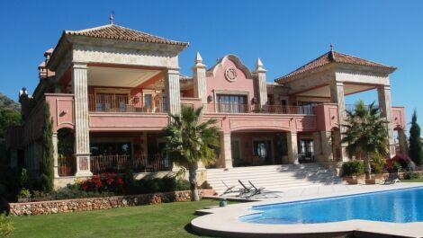 Villa de 10 dormitorios en venta en Sierra Blanca – R3712655