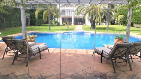 Villa de 5 dormitorios en venta en Guadalmina Baja – R3641945