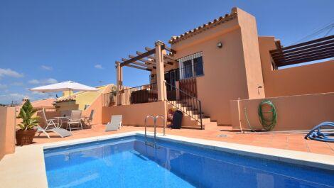 Villa de 2 dormitorios en venta en Mijas Costa – R3431875 en