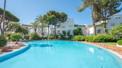 2 bedroom Apartment for sale in Elviria – R3700169 in