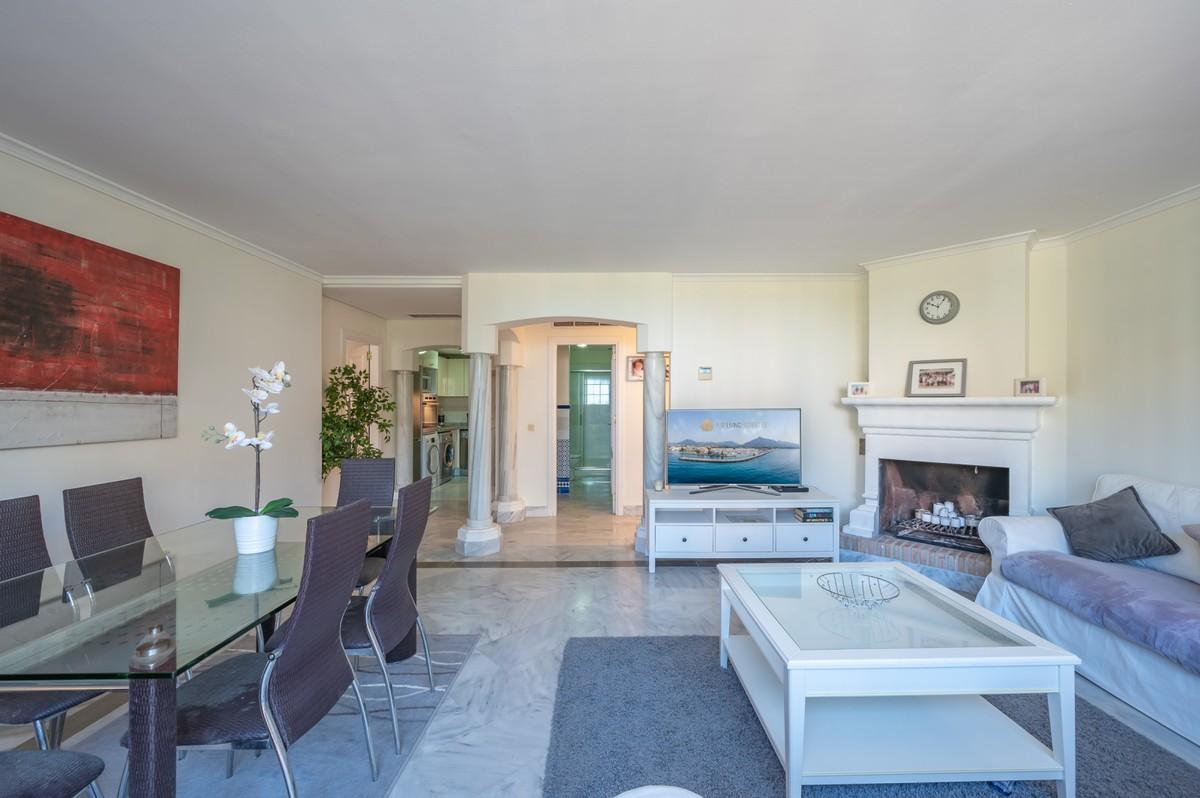 2 bedroom Apartment for sale in Elviria – R3700169