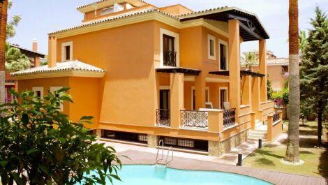 Villa de 6 dormitorios en venta en Los Monteros – R2138090 en