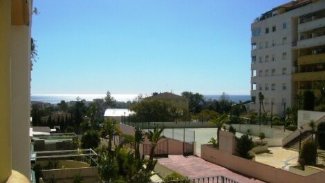Apartamento de 3 dormitorios en venta en Marbella – R3712298 en