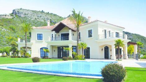 5 bedroom Villa for sale in Benahavis – R3700343
