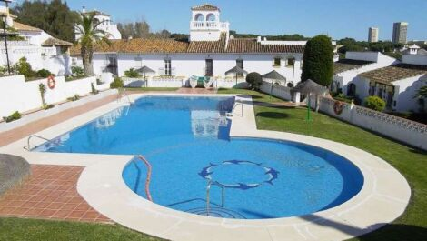 Commercial for sale in Elviria – R3705395 in